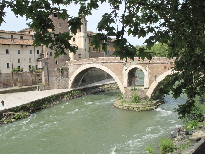 Bridge over Tiber to Isola Tibertina