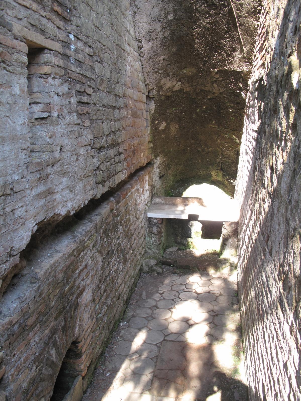Domus della Fortuna Annonaria private latrine